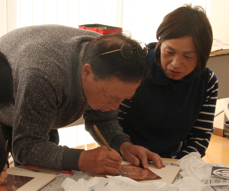 講師の後藤さんから指導を受ける学生.JPG