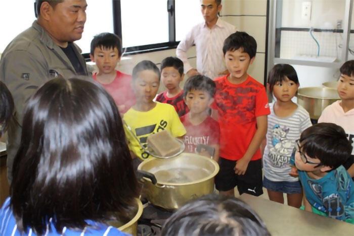 地元小学校にてこんにゃく作りの出前授業
